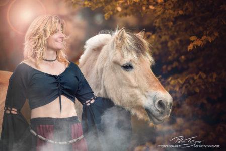 pt-arts-petra-taenzer-fotografie-pferde-herbst-norweger-burgfräulein 2